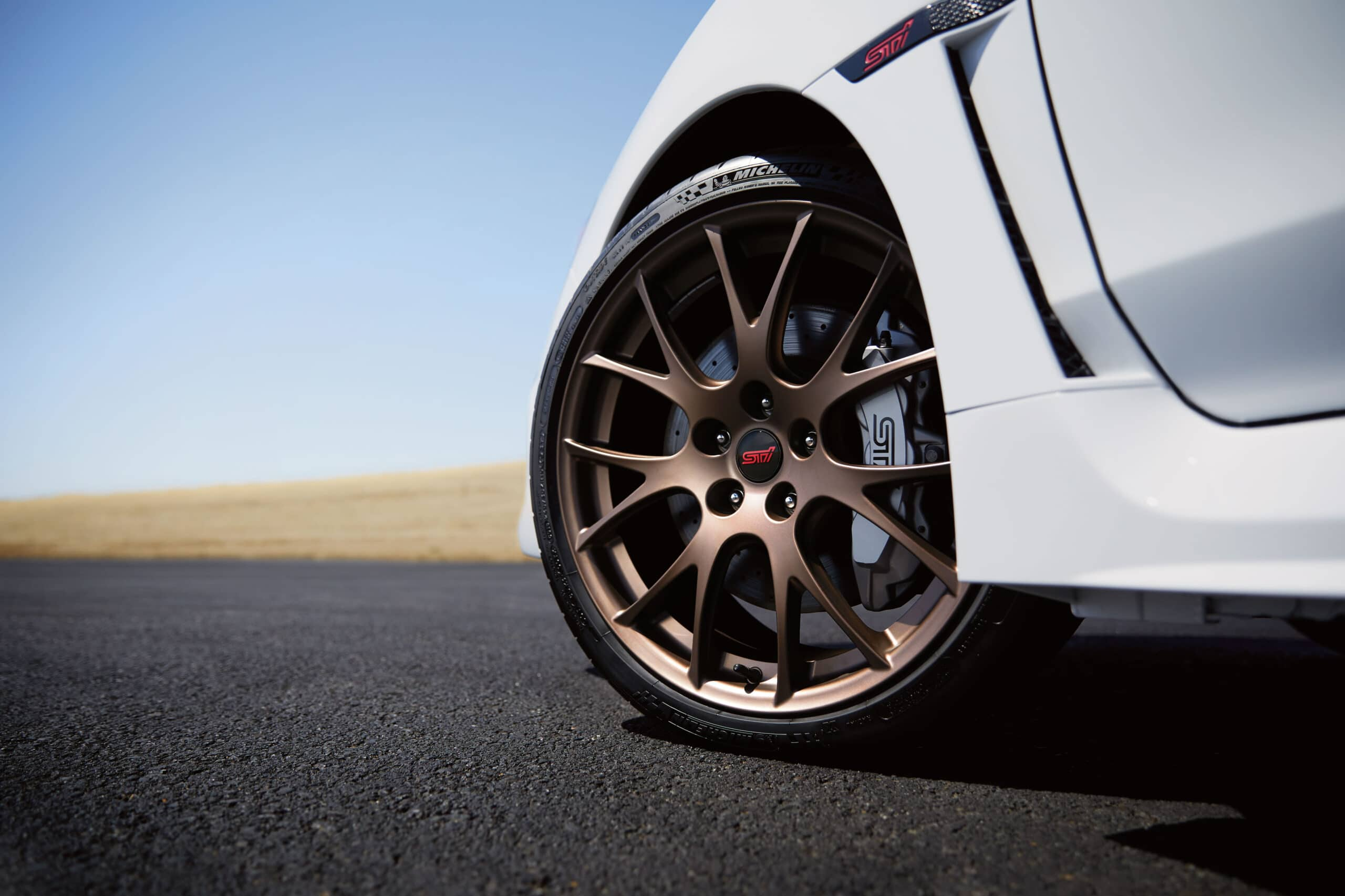 jantes de 19 pouces en alliage d'aluminium forgé au fini bronze de la Subaru WRX STI édition Kanrai 2020