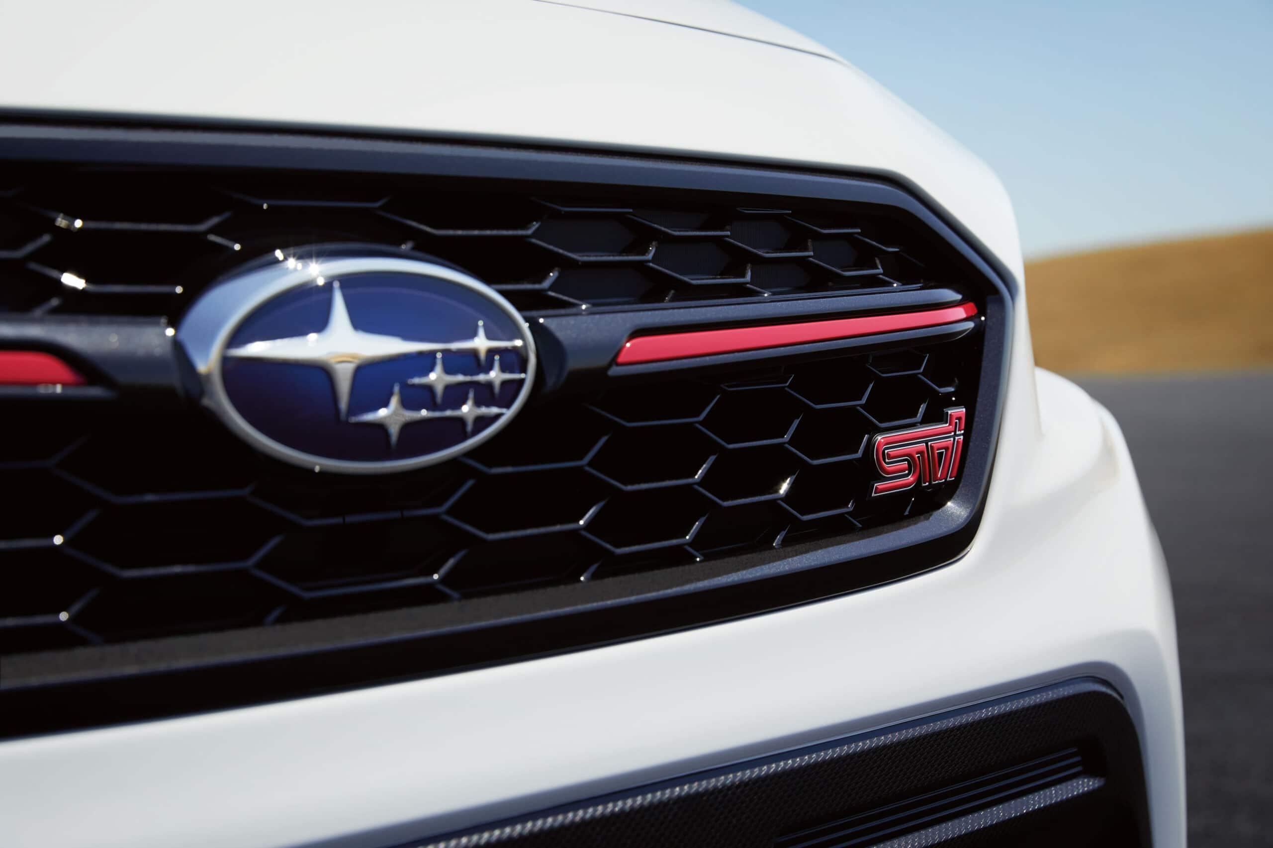calandre avec ses accents de rouge de la Subaru WRX STI édition Kanrai 2020