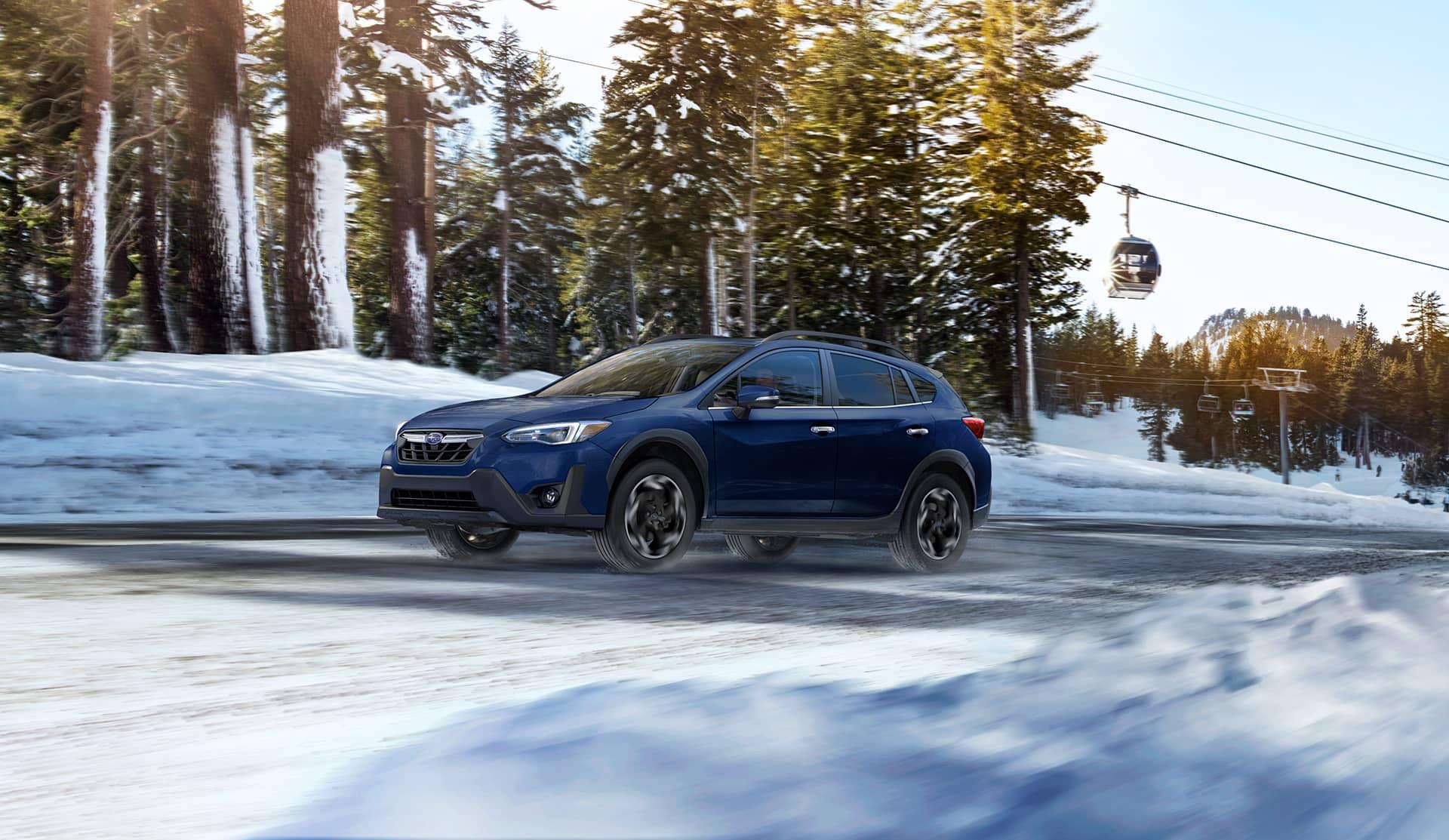 Subaru Crosstrek 2021 sur une route enneigée