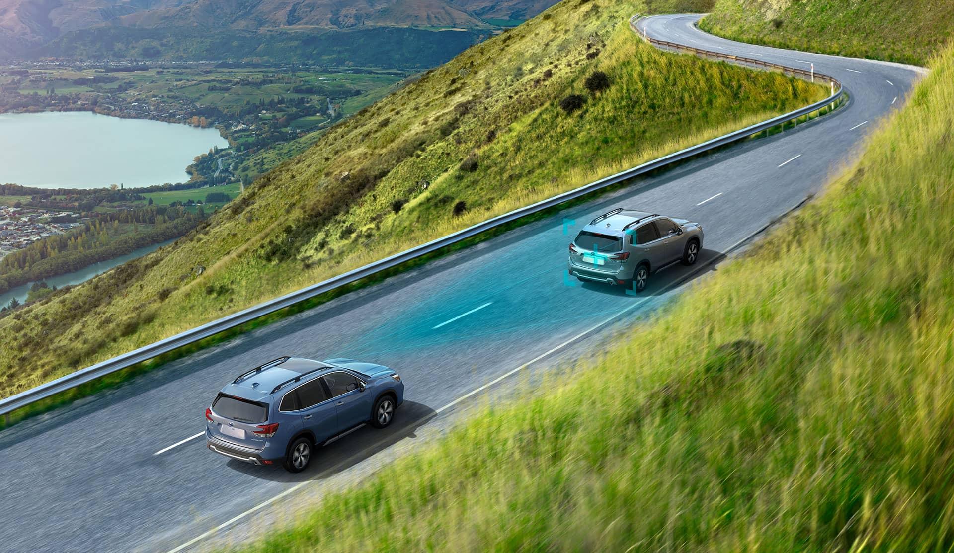 Deux Subaru Forester 2020 se suivent sur routes montagneuses