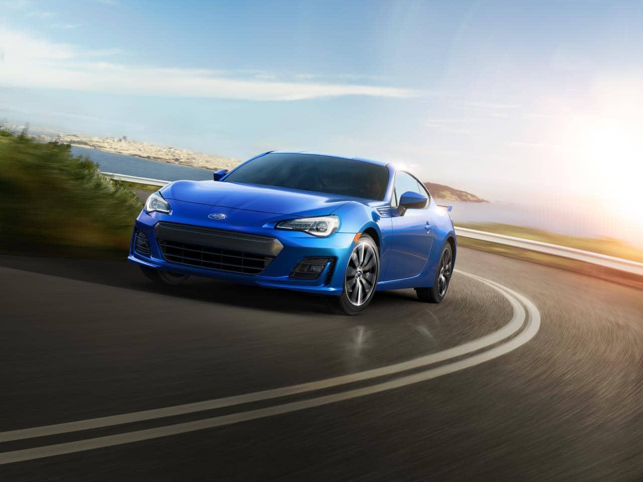 Subaru BRZ 2020 bleue sur la route
